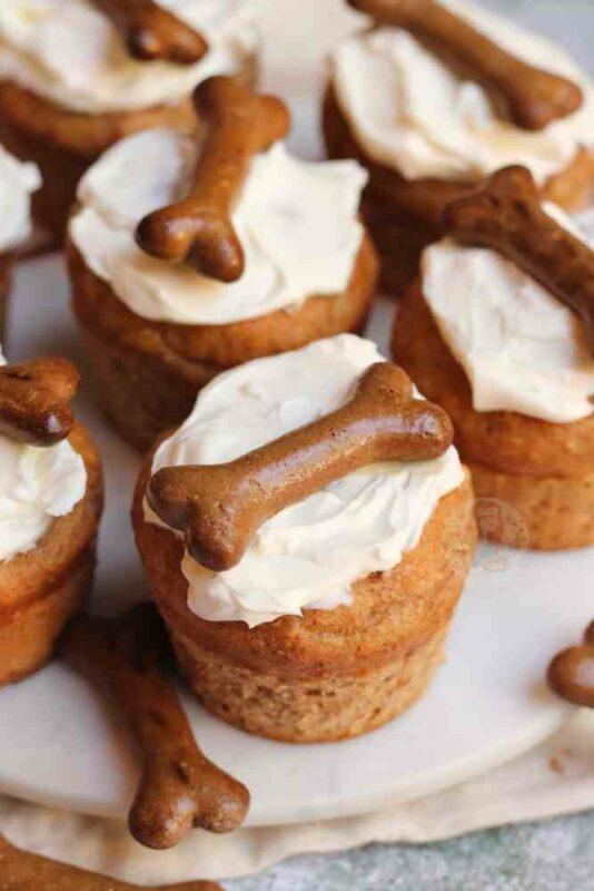 cupcake pour chien avec os en décoration